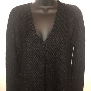 NWT black and white vneck sweater. Sz L